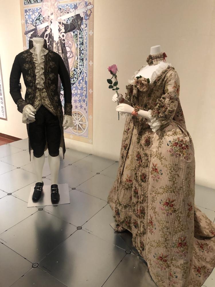 熊本市現代美術館 ドレスコード マンガと衣装