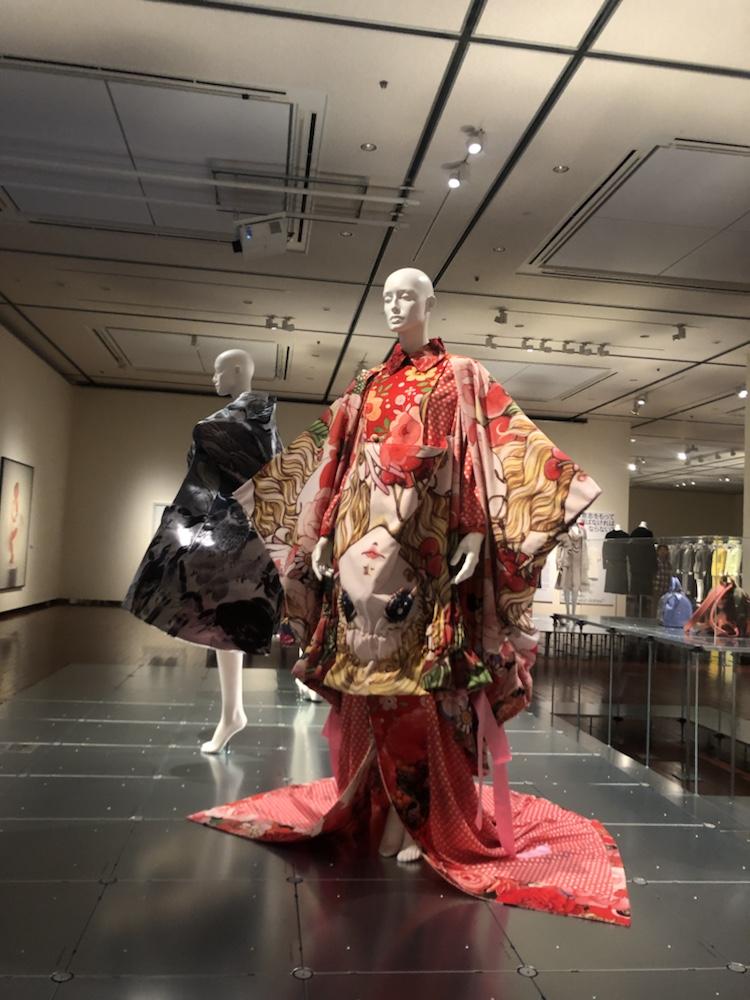 熊本市現代美術館 ドレスコード ギャルソン 着物